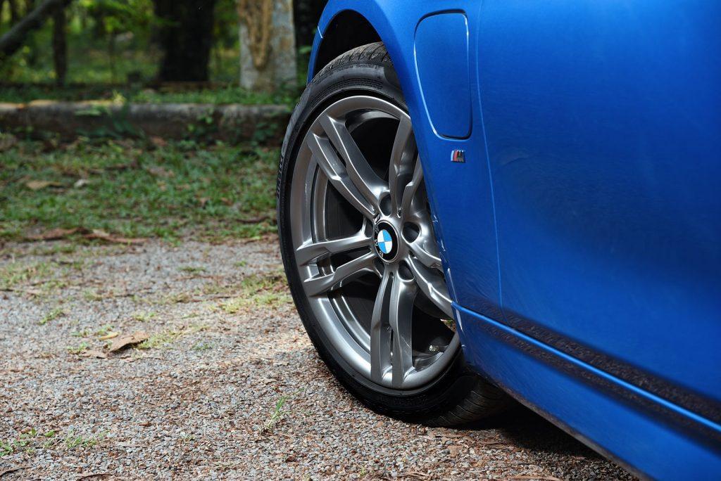 BMW 330e M sport 2018-9.jpg