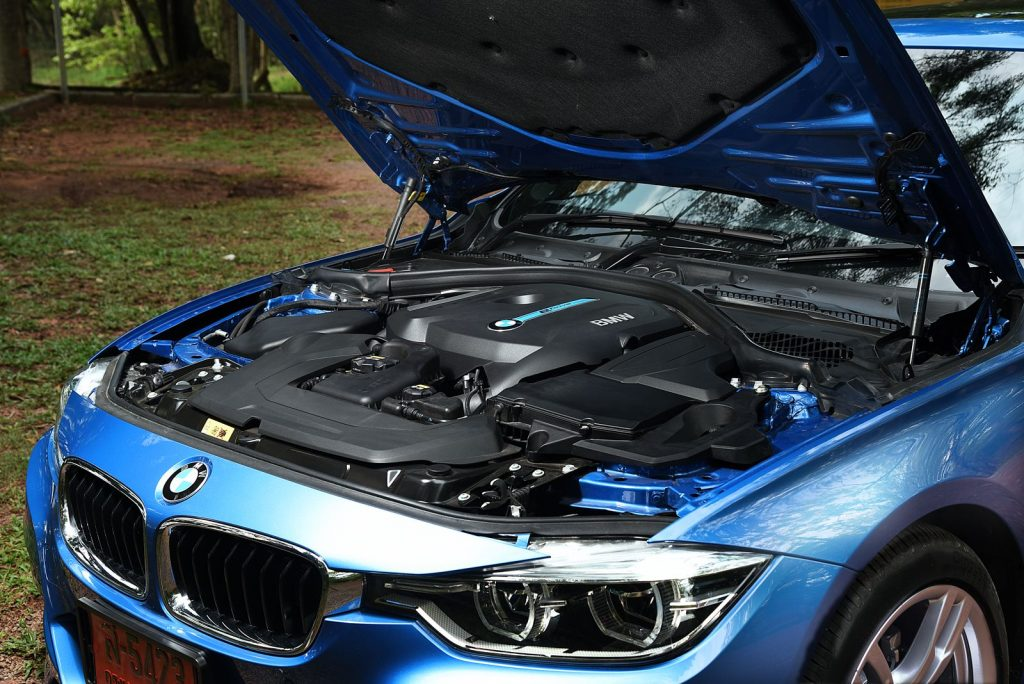 BMW 330e M sport 2018-6.jpg