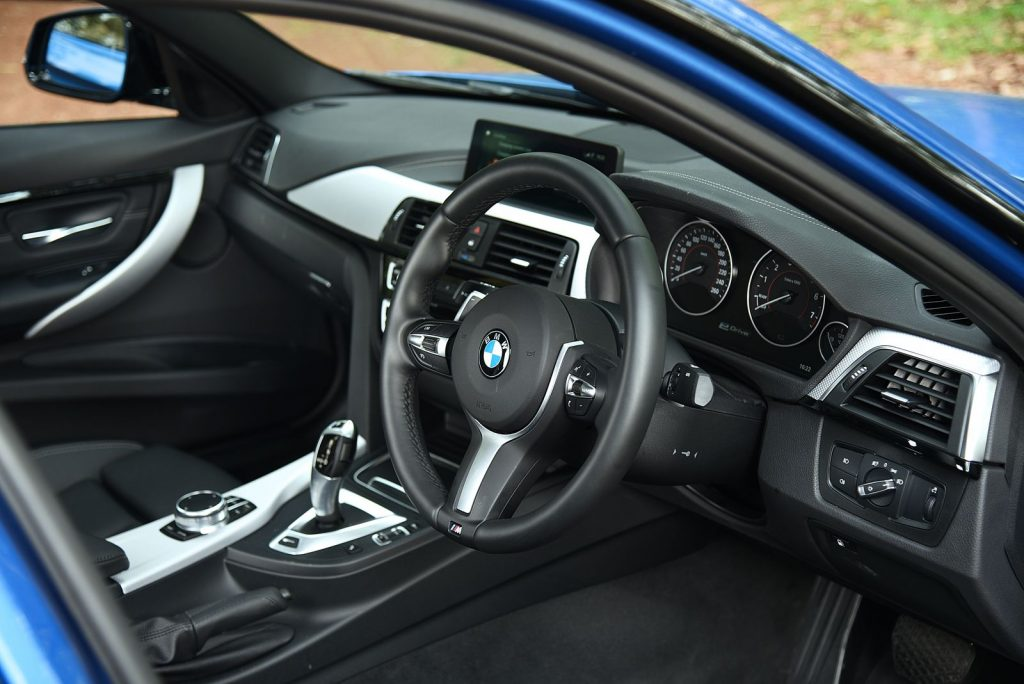 BMW 330e M sport 2018 -2.jpg