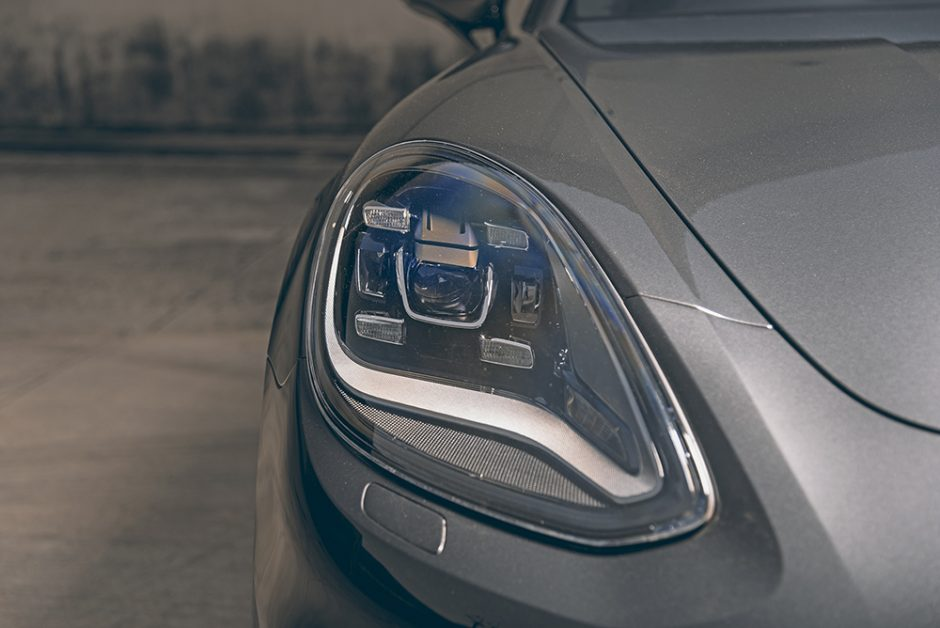 รีวิวทดสอบรถPorsche Panamera-4 E-Hybrid Sport Turismo-4.jpg