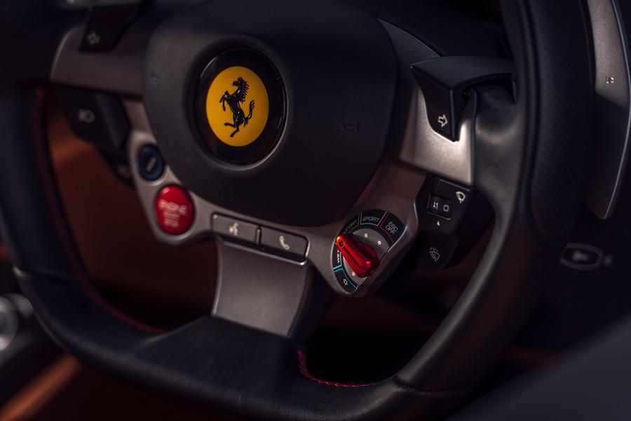 รีวิวทดสอบรถ Ferrari GTC4Lusso T-14.jpg