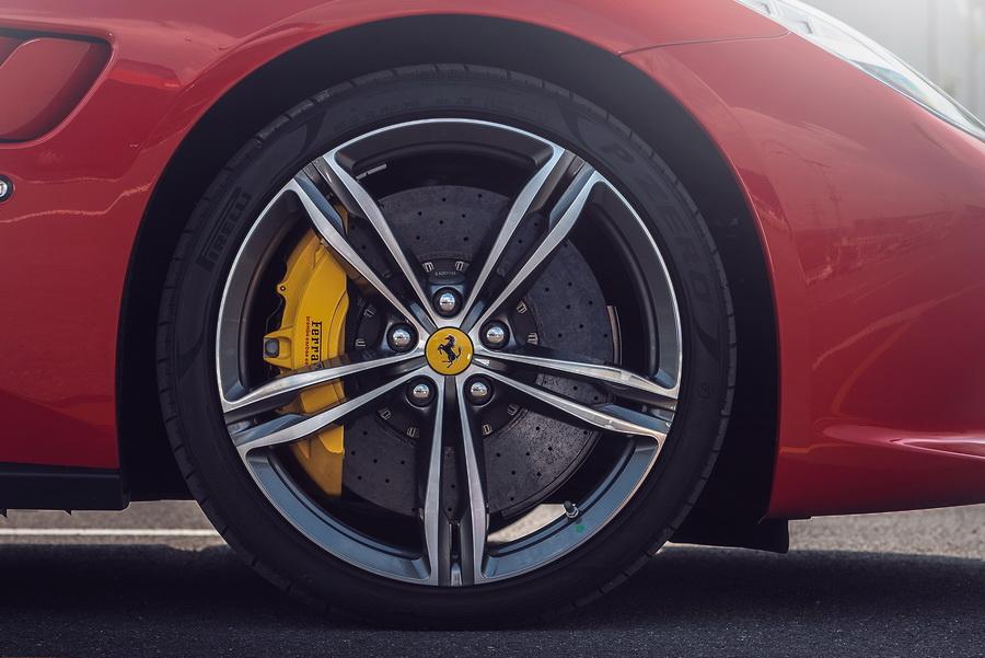 รีวิวทดสอบรถ Ferrari GTC4Lusso T-8.jpg