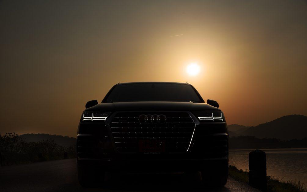 Download wallpaper Audi Q7-06