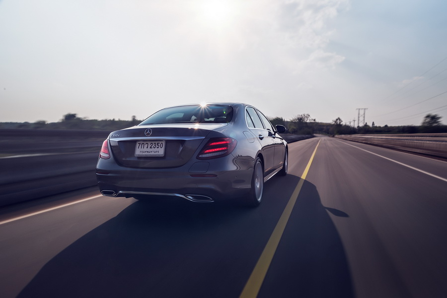รีวิว ทดสอบรถ Mercedes-Benz E 350e